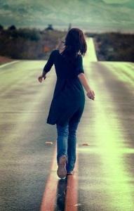 mujer carretera desde mi esencia